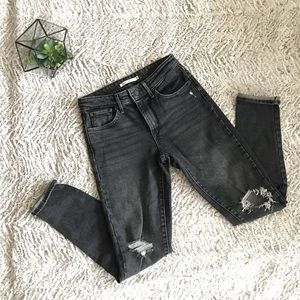 Levi 721 High Rise Skinny Dark Grey busted knee